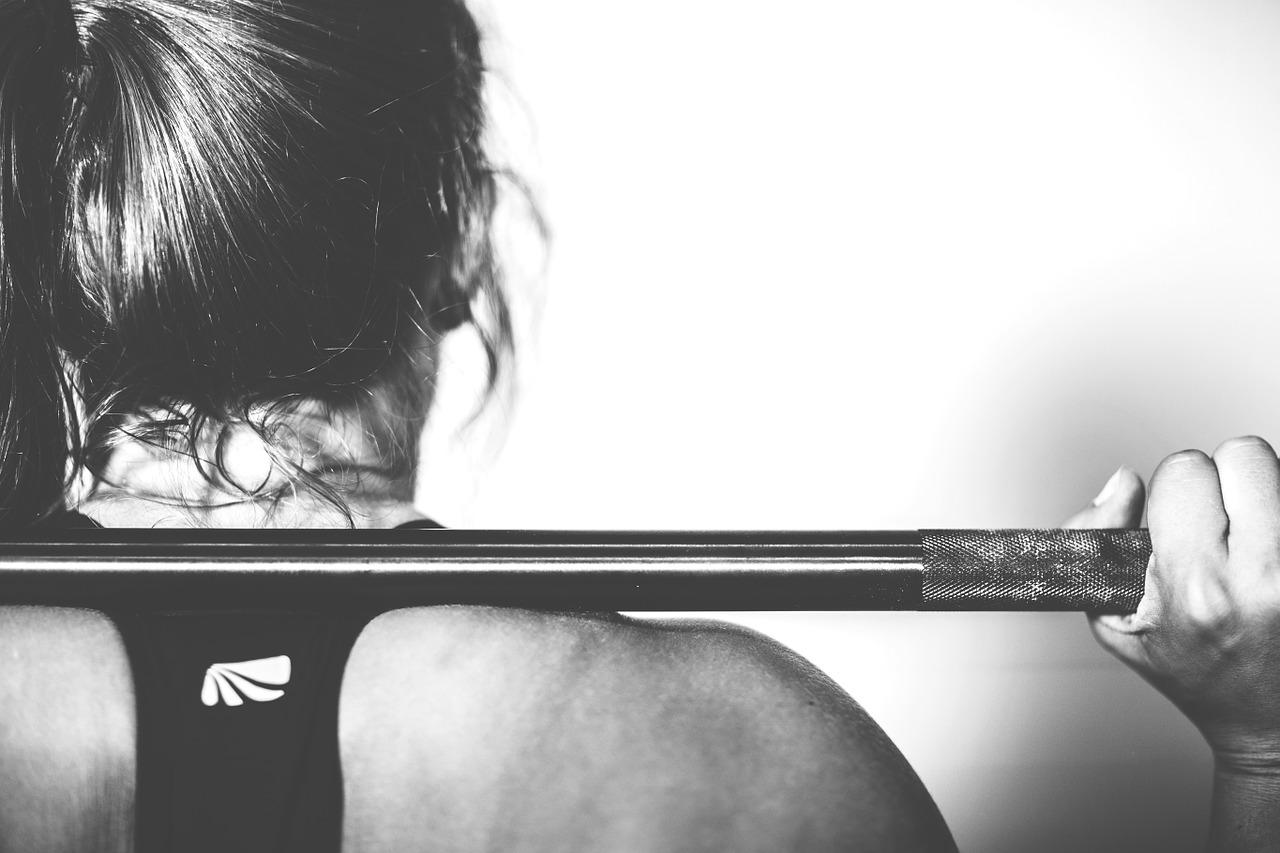 crossfit : femme faisant du sport